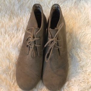 Toms wedge tan suede booties size 8.5